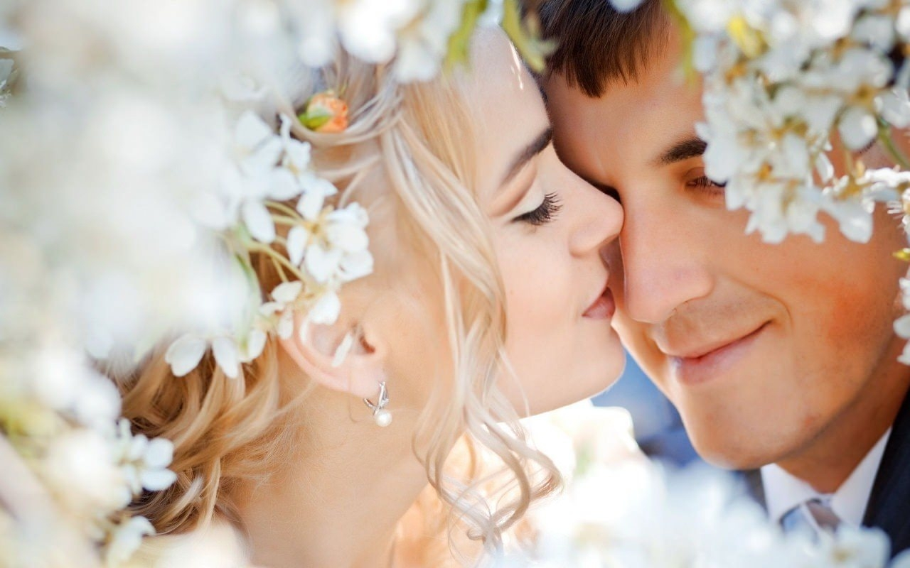 Romantic Wedding Couple Background