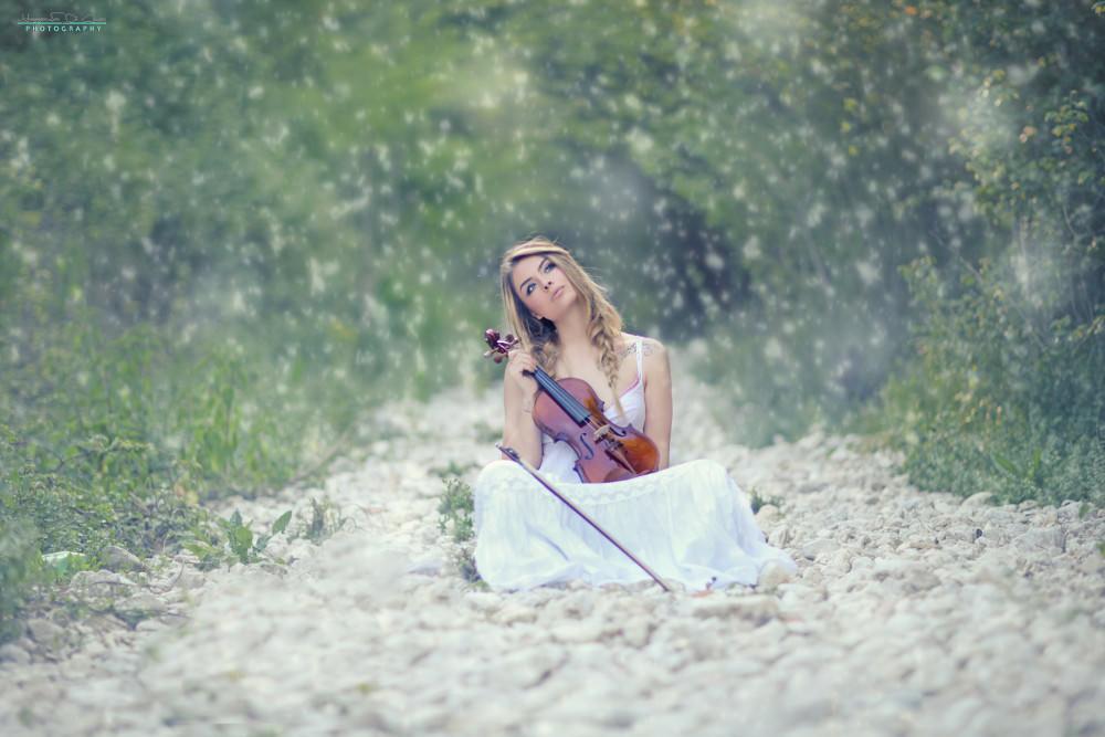 Snowfall Violin Women Wallpaper