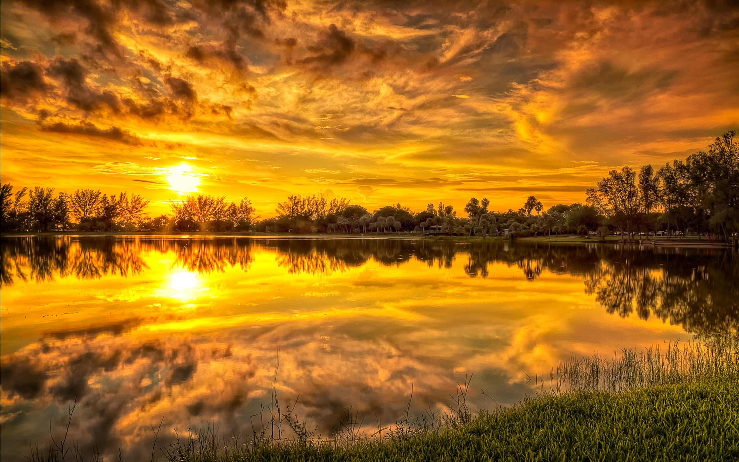 Sunrise Reflection in Lake Wallpaper