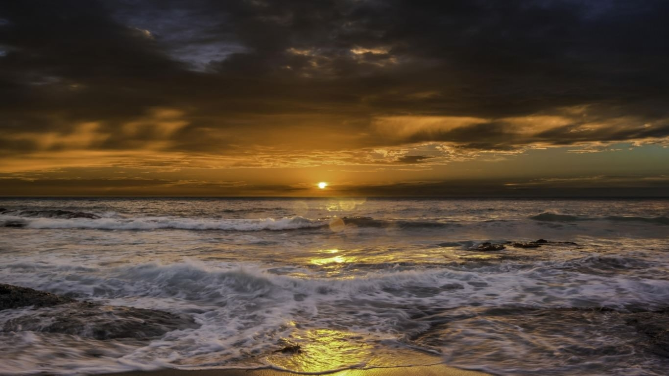 Waves Crashing on Beach at Sunrise Wallpaper