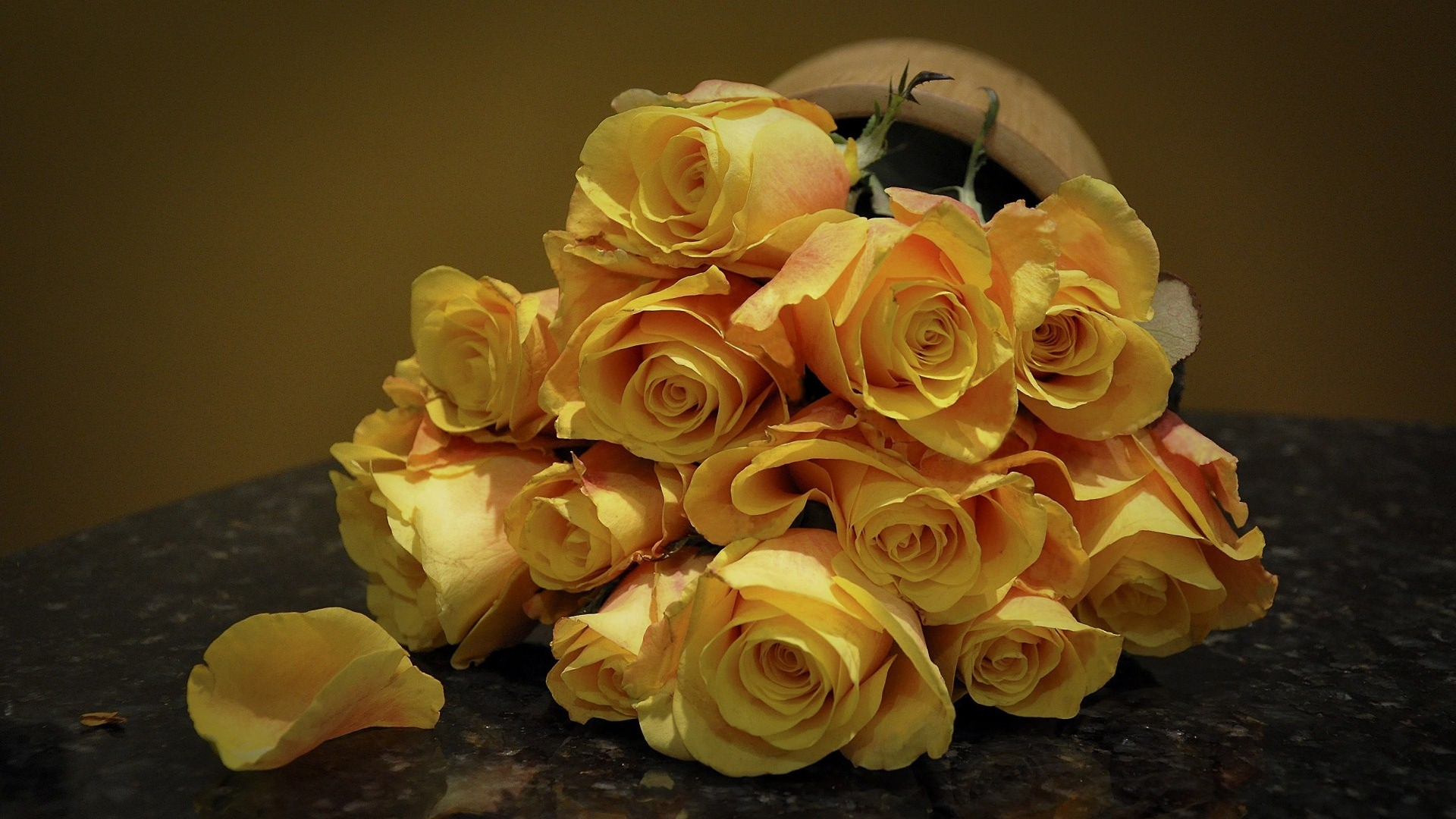Yellow Rose Bouquet Wallpaper