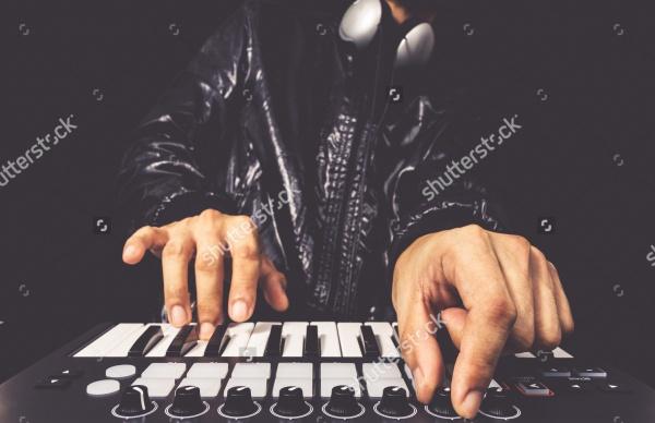 DJ studio keyboard synthesizer