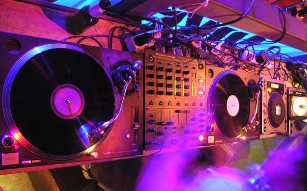 Spin It DJ Wallpaper
