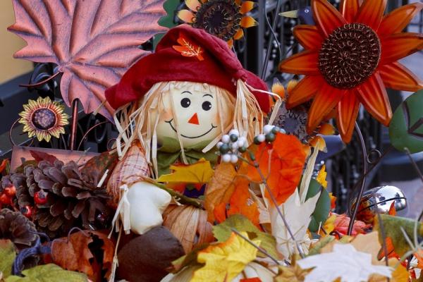 Free Straw Doll Thanksgiving Wallpaper