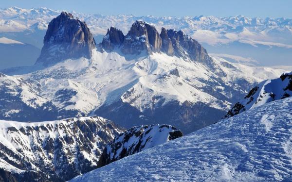 Free Winter Mountain Wallpaper